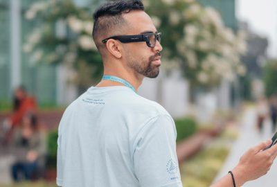 Το Facebook λάνσαρε τα πρώτα «έξυπνα» γυαλιά του σε συνεργασία με τη Ray-Ban